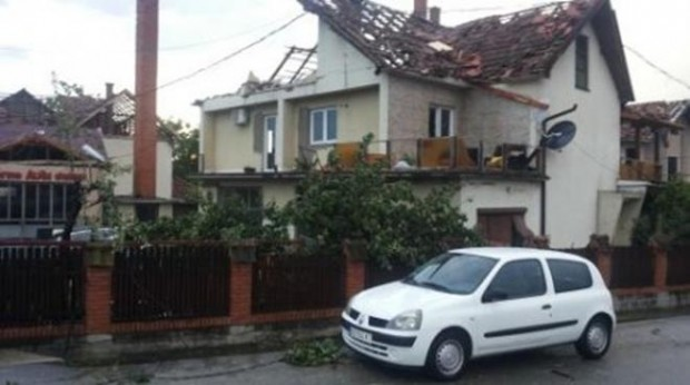 Photo of Tornado u Srbiji zbrisao selo za tri minuta, prevrtao šlepere! (foto/video)
