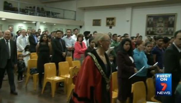 Bošnjak položio zakletvu za državljanstvo pored slika Mladića i Karadžića (video)