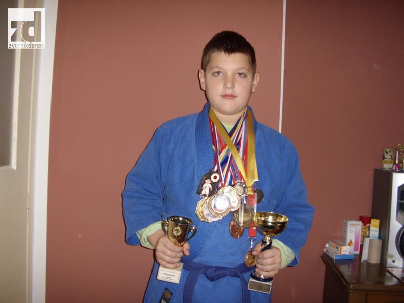Photo of DŽudista Mirko Tošić jedan od najboljih sportista u Zvorniku i Republici Srpskoj: Kolekcionar medalja i priznanja