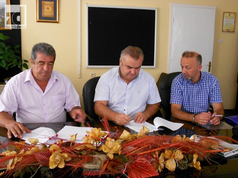 Photo of Potpisan ugovor za sanaciju klizišta u Petkovcima