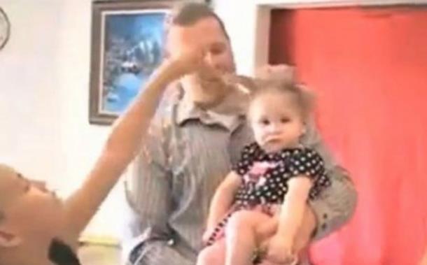Trudnicu udario grom, beba se rodila sa naelektrisanom kosom