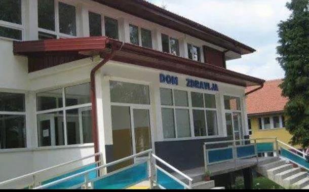 Muškarac iz Vlasenice preminuo dok je čekao vozilo Hitne pomoći