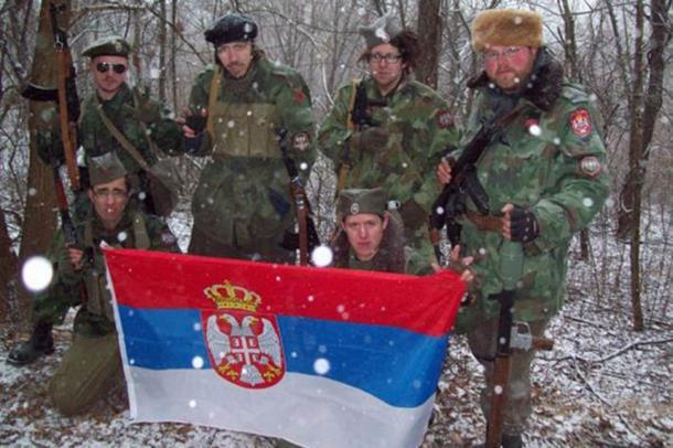 Photo of 'Američki četnik' nosi pelene i puši sarajevsku Drinu!