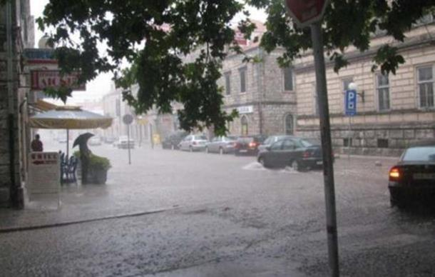 Poplave Hercegovini: Plavili podrumi, vozila ostajala na ulicama