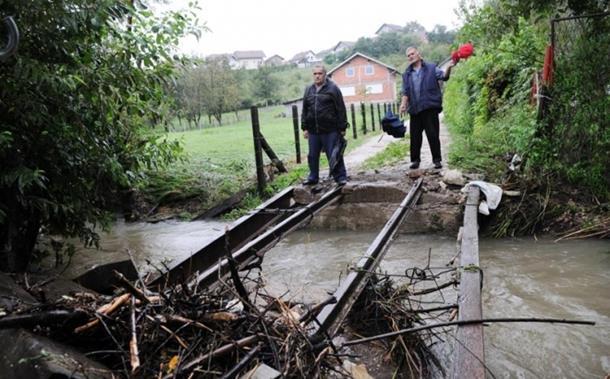 Photo of Kuće odsječene, rijeke bujaju