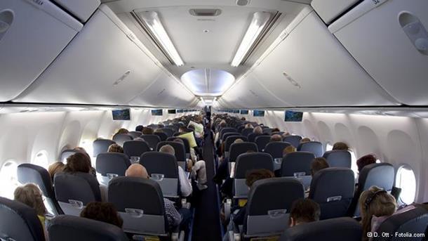 Horor na nebu: Pijana putnica pokušala da otvori vrata aviona u letu