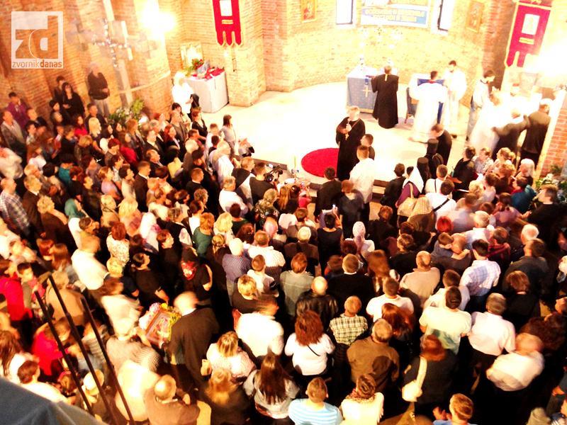 Photo of Osveštani krstovi i zvona na Sabornom hramu koji je proslavio i krsnu slavu (foto)