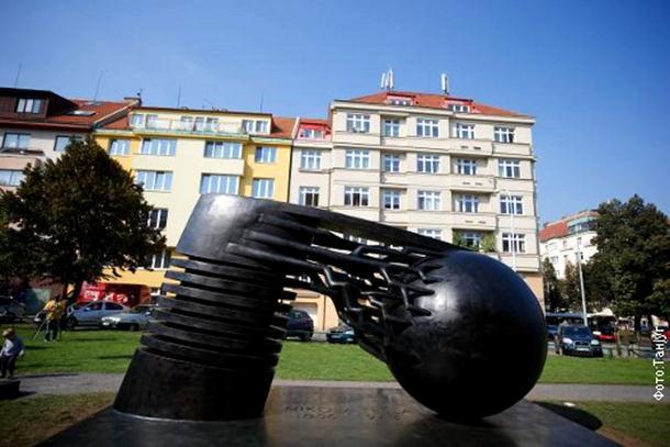 Photo of U Pragu otkriven najveći spomenik Nikoli Tesli na svijetu