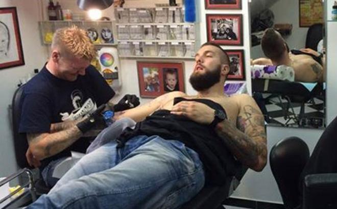 Photo of Raduljica u Banjaluci na tetoviranju i koljenicama