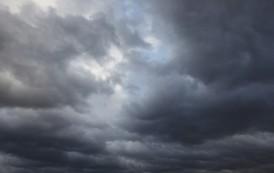 Sutra oblačno, prije podne slabe padavine