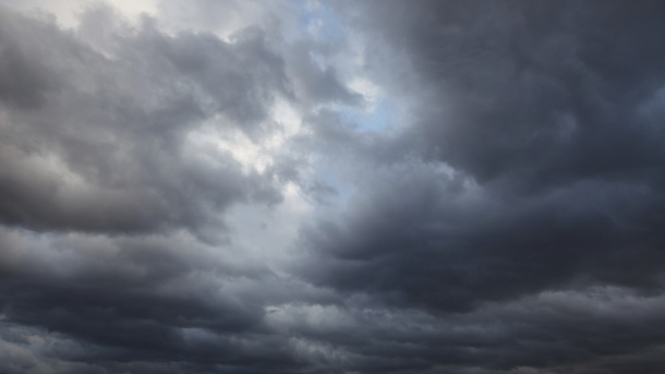 Sutra promjenjivo oblačno i sunčano, ponegdje pljuskovi