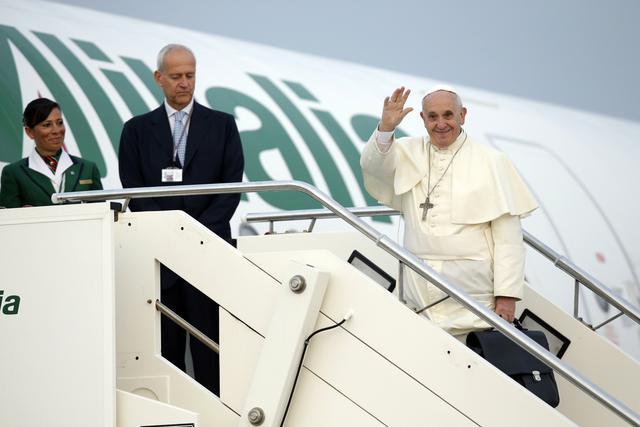 Papa Franjo stigao u Tiranu