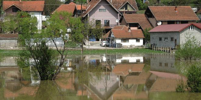 Poplavljeno 12 kuća, evakuisano 35 ljudi