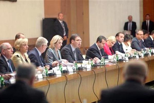 Photo of Počela zajednička sjednica dvije vlade (foto)