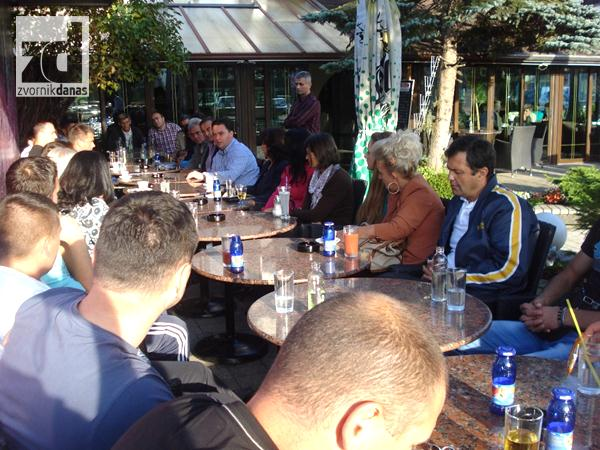 Photo of Staša Košarac u razgovoru sa građanima Pala (foto)
