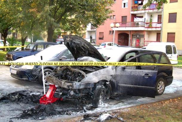 Photo of Izgorio automobil bivše sekretarice SNSD-a