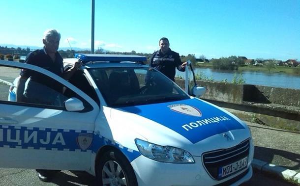Policajci spasili staricu iz nabujale Save