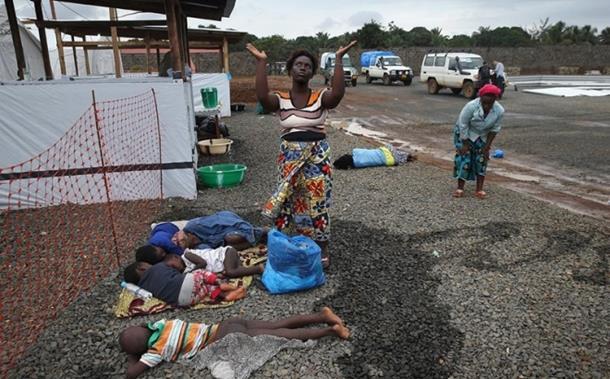 Tijela umrlih od ebole po ulicama