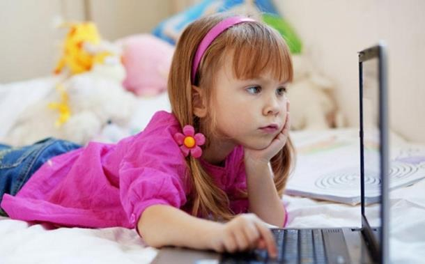 Petogodišnjaci 'vise' na Fejsbuku
