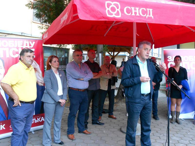 Photo of Kandidati SNSD-a pozvali građane da izađu na izbore i glasaju za opstanak i razvoj Republike Srpske (foto)