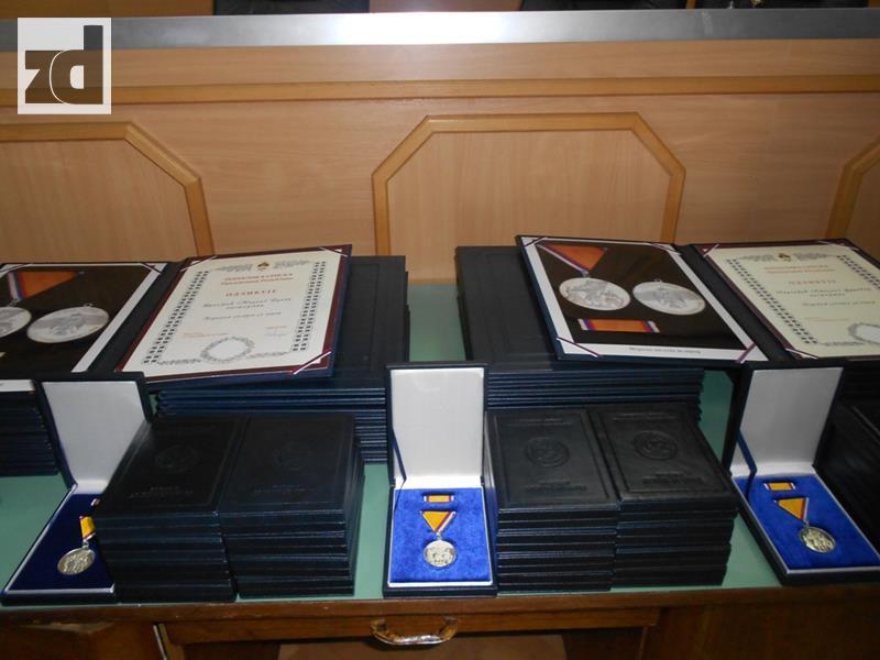 Photo of Predsjednik RS posthumno odlikovao 36 boraca VRS iz Zvornika