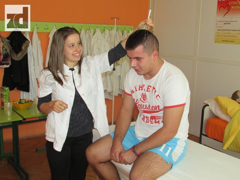 Photo of Fizioterapeuti realizovali projekat korektivnih vježbi za kičmu (foto)
