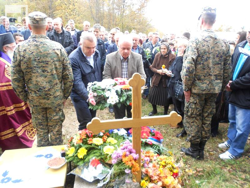 Photo of Na Glođanskom brdu obilježene 22 godine od zločina nad srpskim vojnicima i civilima (foto)
