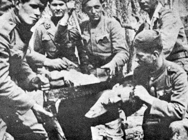 Ustaše su 1942. testerom odrezali glavu Branku Jungiću, mladiću iz sela Grabovca kod Bosanske Gradiške. Testera se čuva u banjalučkom muzeju.