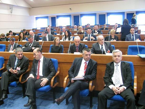 Neprihvatljiv zahtjev Kluba Bošnjaka u vezi sa informacijom o Srebrenici