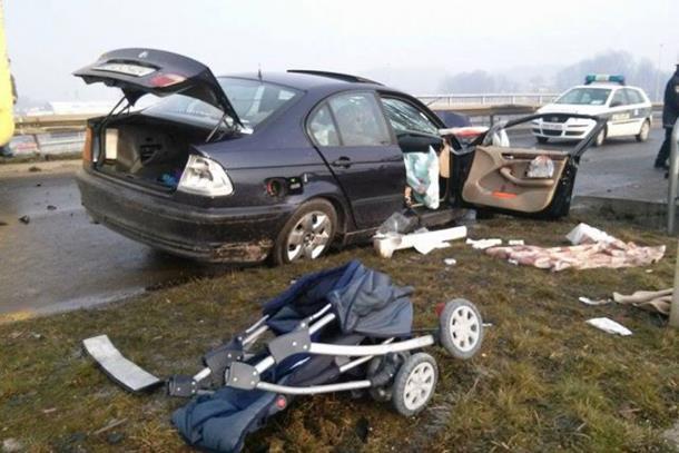 Photo of Četvoro povrijeđenih u sudaru auta i autobusa