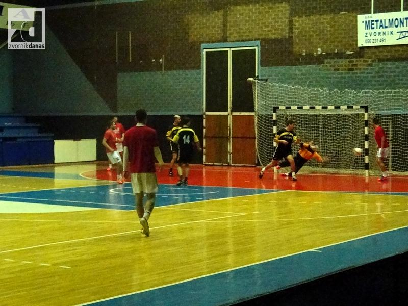 Photo of Danas polufinale i finale Božićnog turnira u malom fudbalu