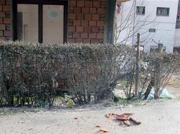 Photo of Vjetar lomi grane i skida krovove