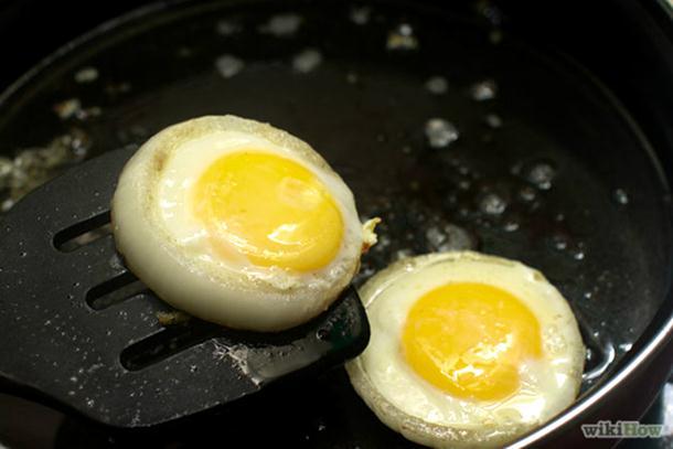 Kako da ispržite savršena jaja na oko