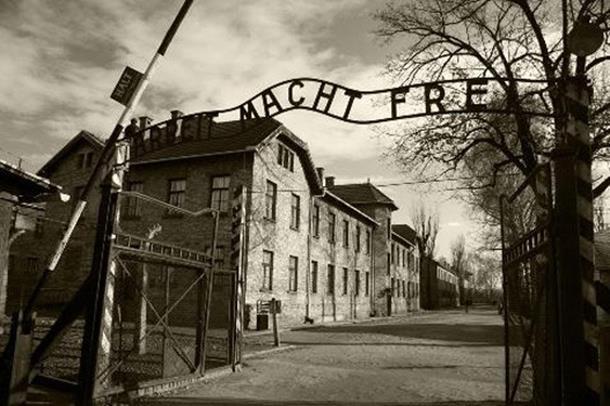 Photo of Obilježavanje dana holokausta u sjenci skandala: Ko je oslobodio Aušvic