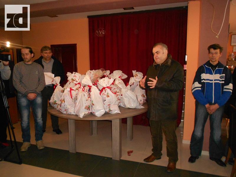 Photo of Načelnik Stevanović ururčio paketiće djeci sa posebnim potrebama