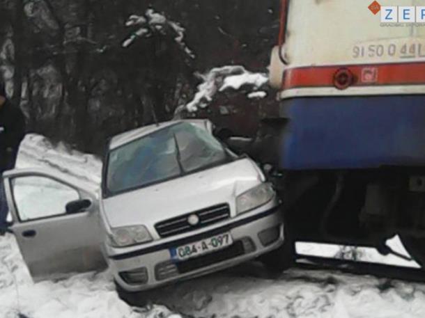 U sudaru voza i kola u Brasini nekoliko povrijeđenih