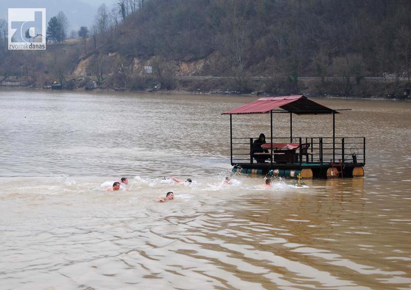 Sutra plivanje za časni krst