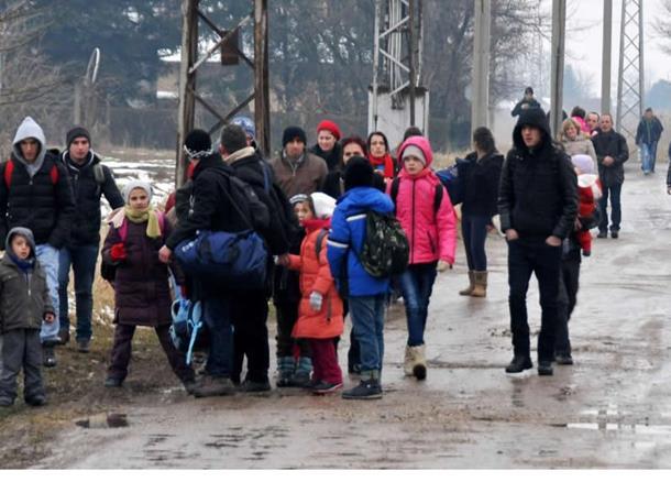 Photo of AA sa kosovskim migrantima na srbijansko-mađarskoj granici