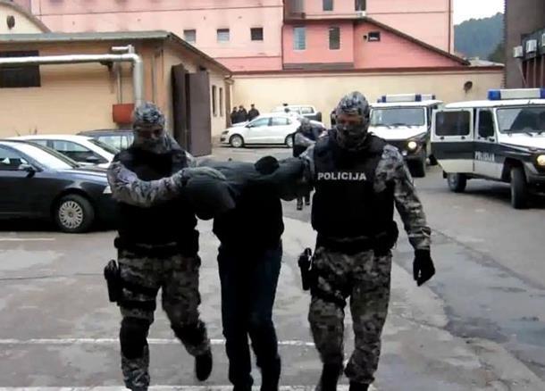 Pretresi u Tuzli na 17 lokacija, uhapšeno šest osoba