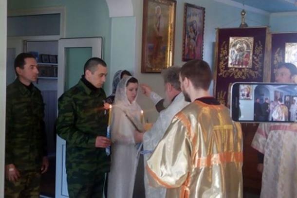 Photo of Srpski dobrovoljac oženio djevojku iz Donjecka