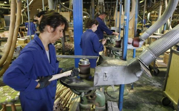 Novi zakon ostavio radnike na crno