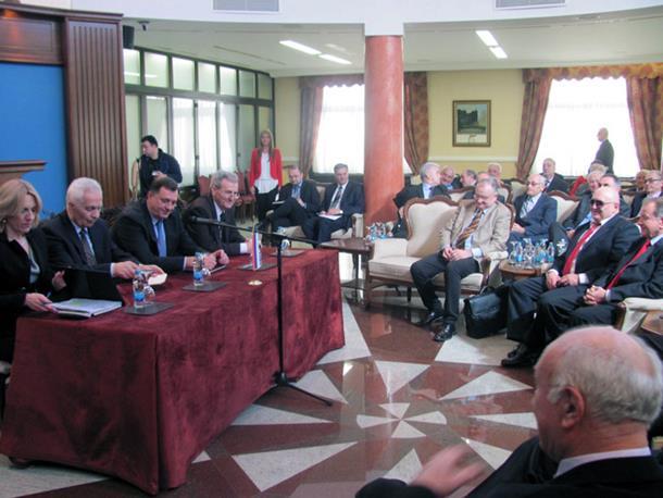 Photo of Dodik sa poslanicima prvog saziva NSRS: GraditI apsolutno jedinstvo u Srpskoj