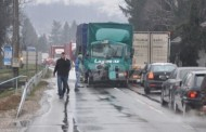 Kamion udario u autobus pun putnika