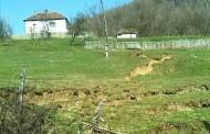 Klizište u Trnovici: Jedna kuća odsječena od prilaza (foto)