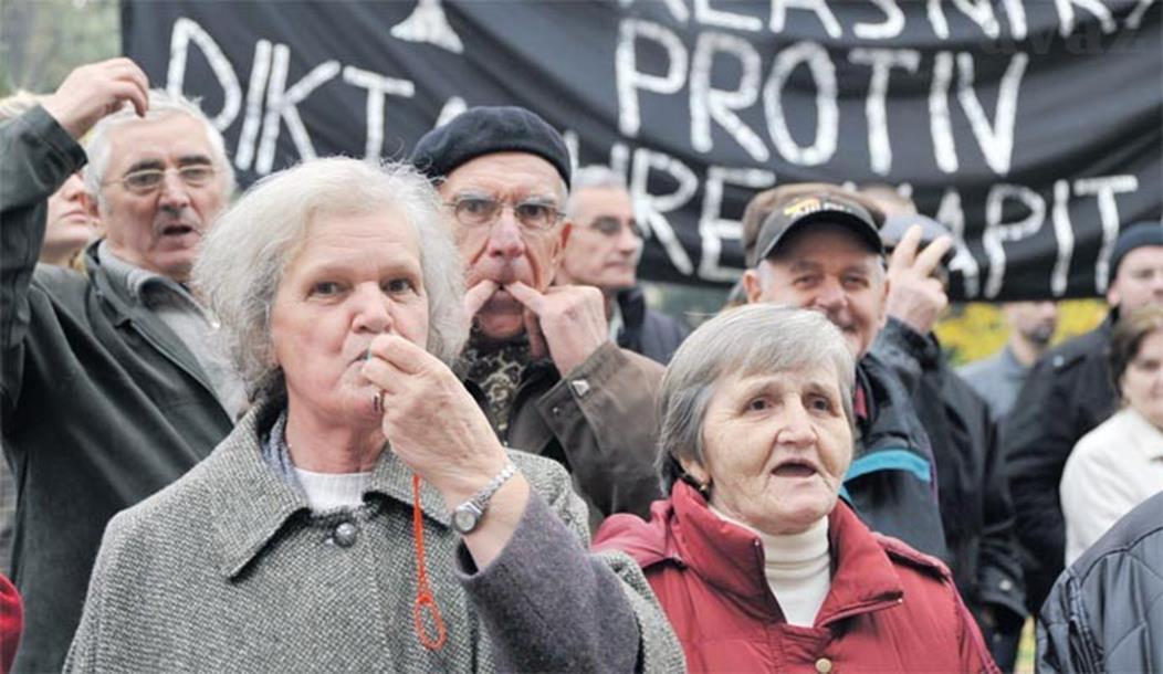 Photo of Nezapamćeni protesti – penzioneri ogorčeni na Vladu!
