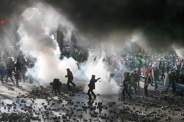 """Photo of SAD širom svijeta organizovale 64 """"obojene"""" revolucije"""