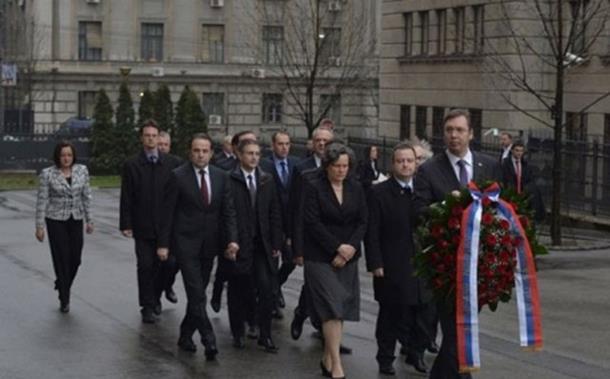 Photo of Vučić položio vijenac na mjesto ubistva Đinđića