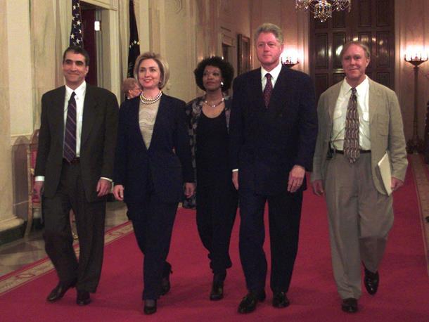 Photo of SVE TAJNE BIJELE KUĆE Žestoke svađe para Klinton, Kenedi se opuštao u bazenu sa golim saradnicima