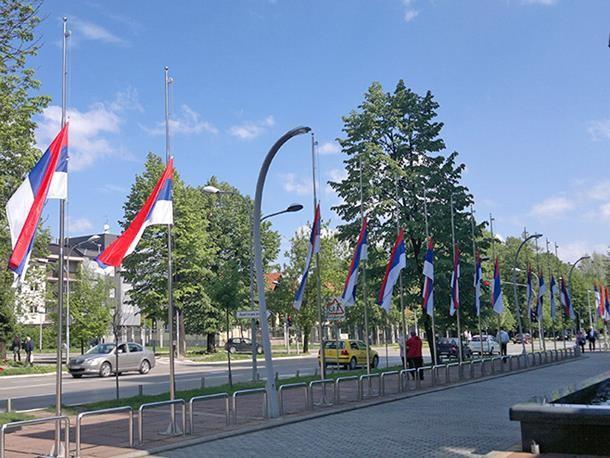 Dan žalosti zbog pogibije Dragan Đurića - Zastave na pola koplje ispred zgrade Vlade RS