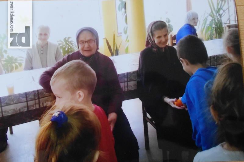 Photo of Mališani sa poklonima posjetili stare u Domu u Kiseljaku